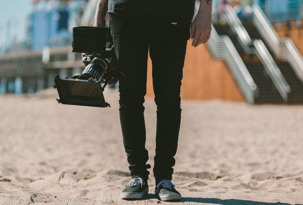 映像制作業界の平均年収